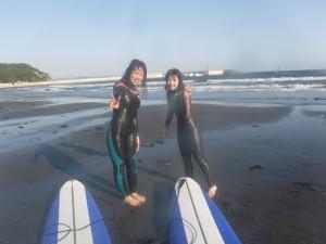 午後は初めての方が来られました!!午後は風が吹いてきて波が上がり、セットでは腰ぐらい!それでも頑張って波乗りをしていました。お疲れ様です!