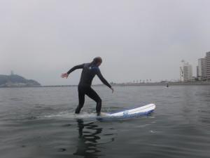 波乗っていなのにボードの上で立ててます!体幹が強いですね!サーフィンは体幹つかうので体幹が弱い方はトレーニングしましょう!!