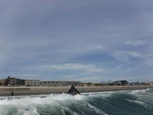 今日も天気がよく、波もありサーフィン日和!明日から天気が悪くなるので日焼けするなら今日ですよ!