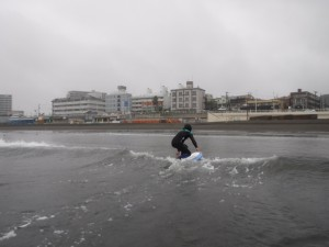 最後はノーズが刺さらなくなりしっかり波に乗れました!