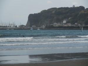 いや〜波あり、風あり、強風でのサーフィン最高!!