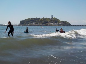 みなさん波に乗ろうとしましたが、誰も乗れず、、、 惜しい!!