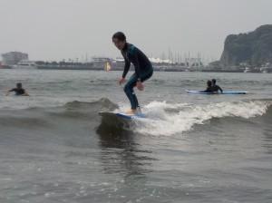 こんにちは!今日も波がありサーフィン日和♪