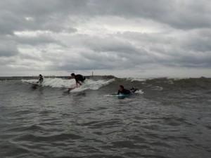 今日の波はヒザ、モモ いい練習になりました!