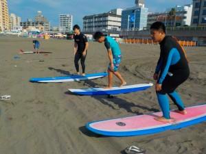 初サーフィンの方が来られました!いい波に乗れるかな?