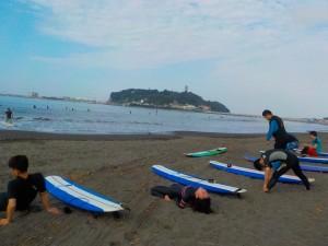 準備体操してから、サーフィンだ!