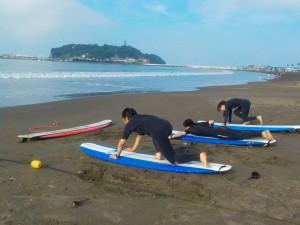 江ノ島見ながら陸トレ! 平日なので人が少なく ゆったり波乗りできますね!