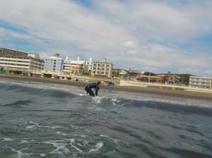 今日の波は、ヒザくらいの波!ビキナーサイズ。